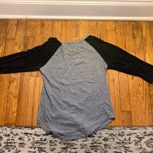 Forever 21 3/4 black and gray shirt size L